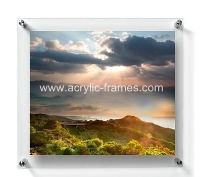 Floating photo frame